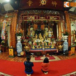 Tượng Phật đồng khổng lồ ở chùa Ngũ Xã