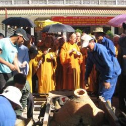 Đúc chuông đồng 1,5 tấn tại chùa cổ Giác Lâm
