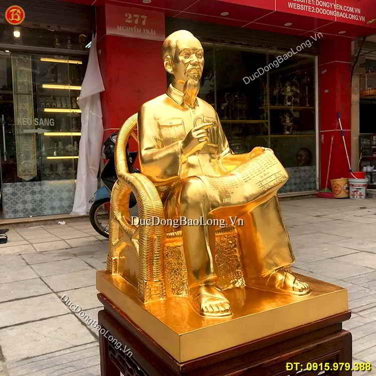 Tượng Bác Hồ Đọc Báo Dát Vàng Cao 61cm