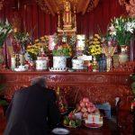 Bình Hoa Thờ Cúng để bàn thờ, thờ Phật nên cắm loại hoa nào?