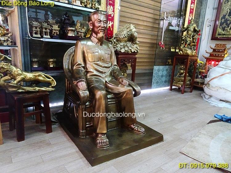 Tượng Bác Hồ Ngồi Ghế bằng đồng cao 1m1