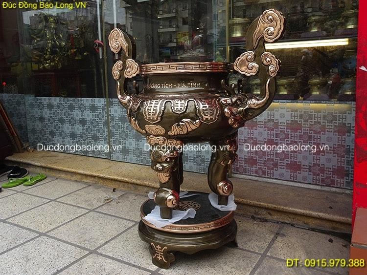 Lư Thắp Hương Bằng Đồng đặt ở sân đền chùa