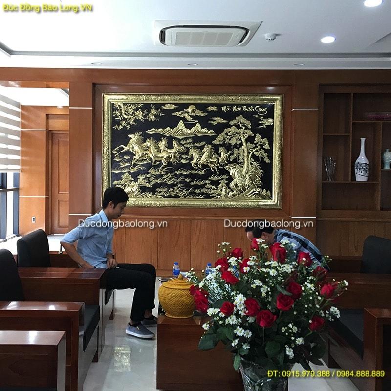Tranh Bát Mã 2m37 khung đồng treo phòng khách