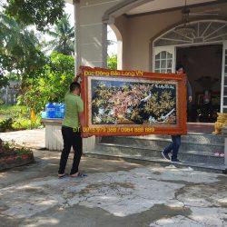 Treo 2 bức tranh Vinh Hoa Phú Quý cho phòng khách ở Cái Bè