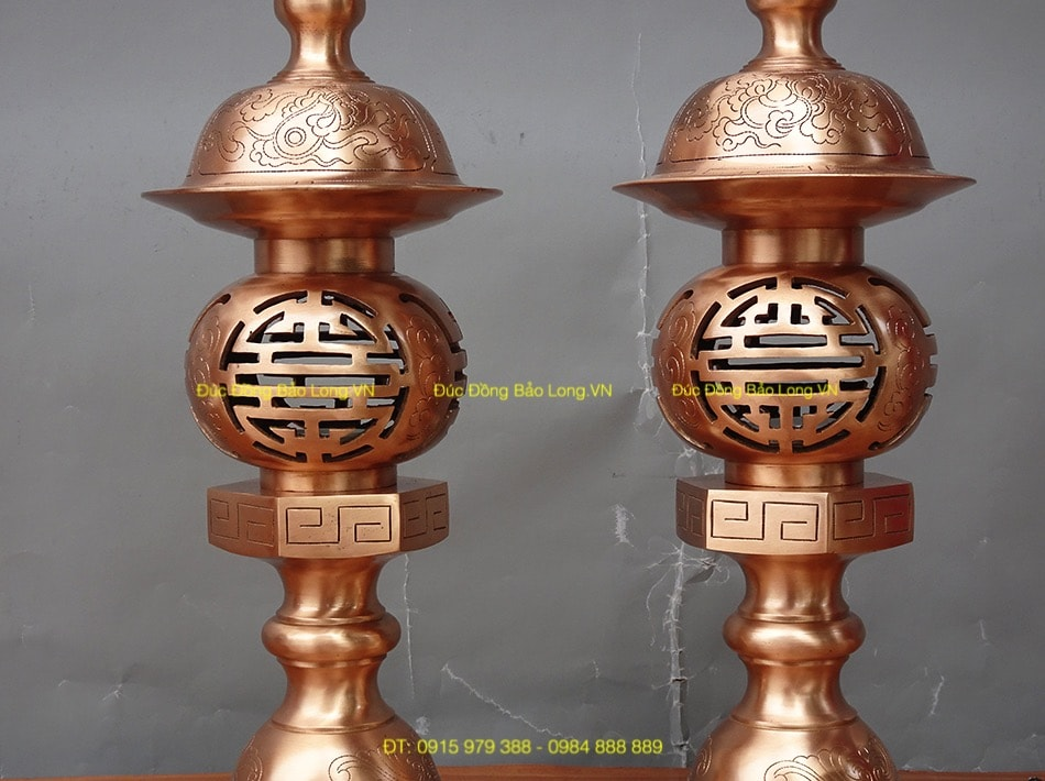 Đèn thờ đồng Đỏ ám hoa văn cao 45cm