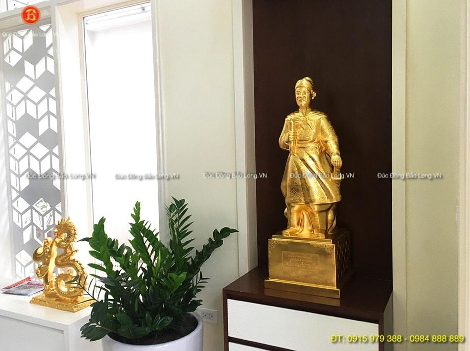 Tượng Trần Hưng Đạo đẹp dát vàng 89cm