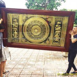 Treo tranh Mặt Trống Đồng phòng khách ở Sơn Tây – Hà Nội