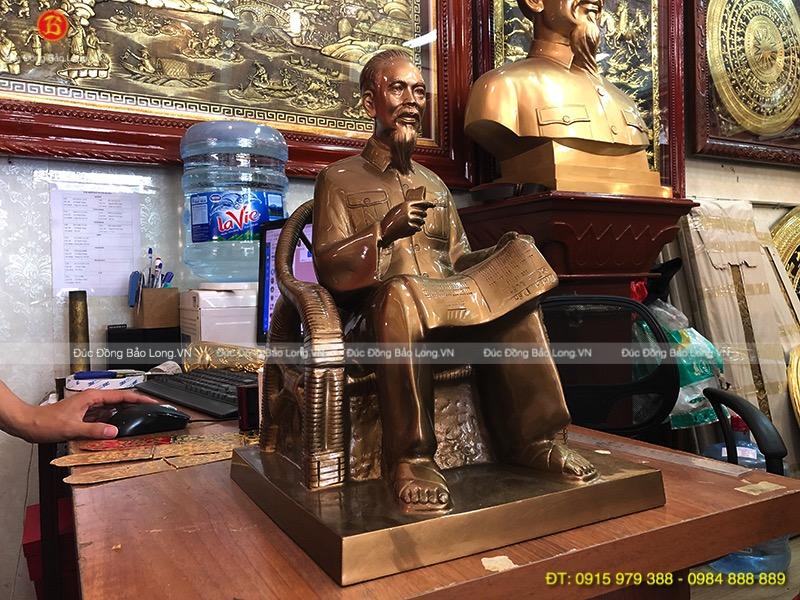 Tượng Bác Hồ Ngồi Ghế Đọc Báo cao 42cm