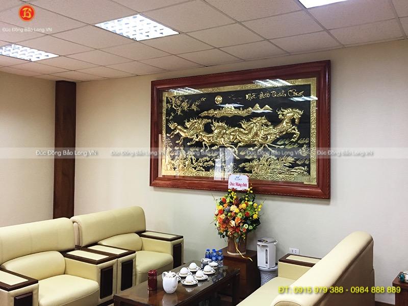 Tranh Bát Mã 2m62 treo ở Sóc Sơn, Hà Nội