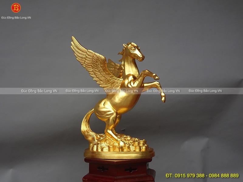 tượng ngựa có cánh