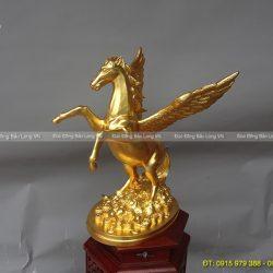tượng ngựa thiên thần có cánh