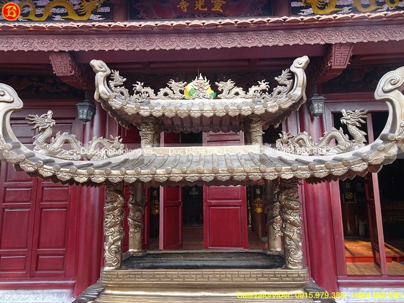 lư đồng thắp hương ở chùa