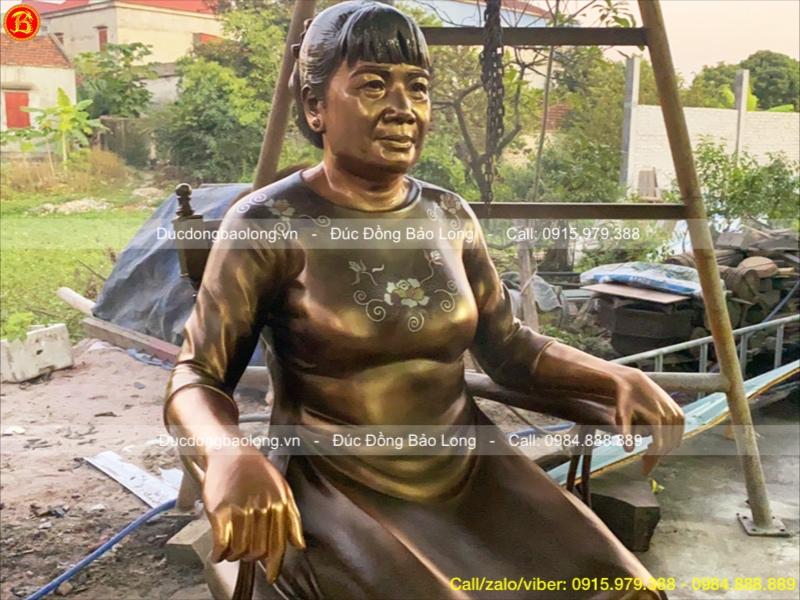 tượng chân dung bà bằng đồng