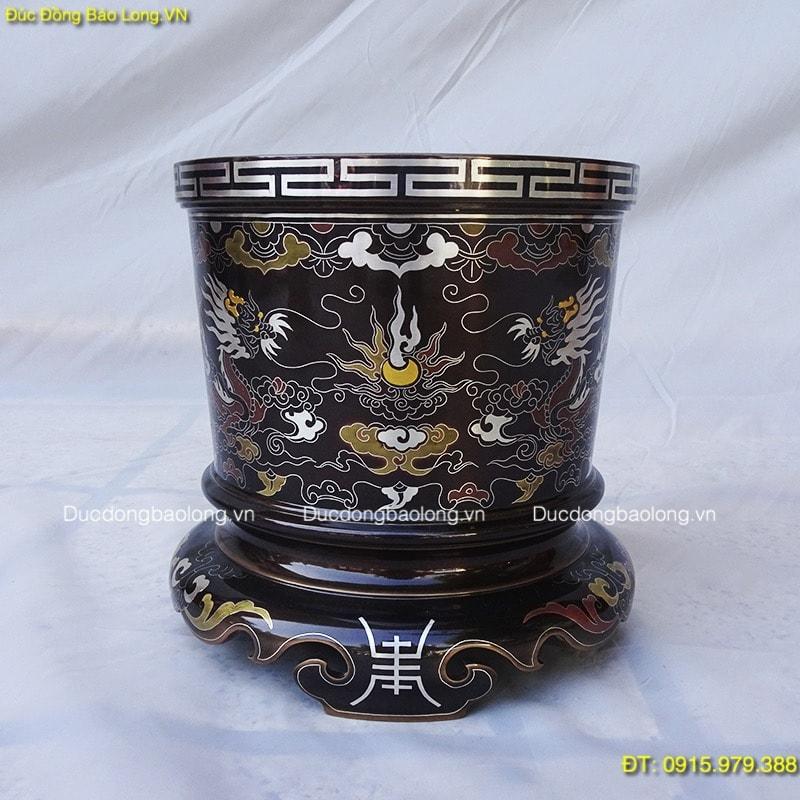 Bát Hương Khảm Ngũ Sắc 20cm đặt trên bàn thờ cúng gia tiên