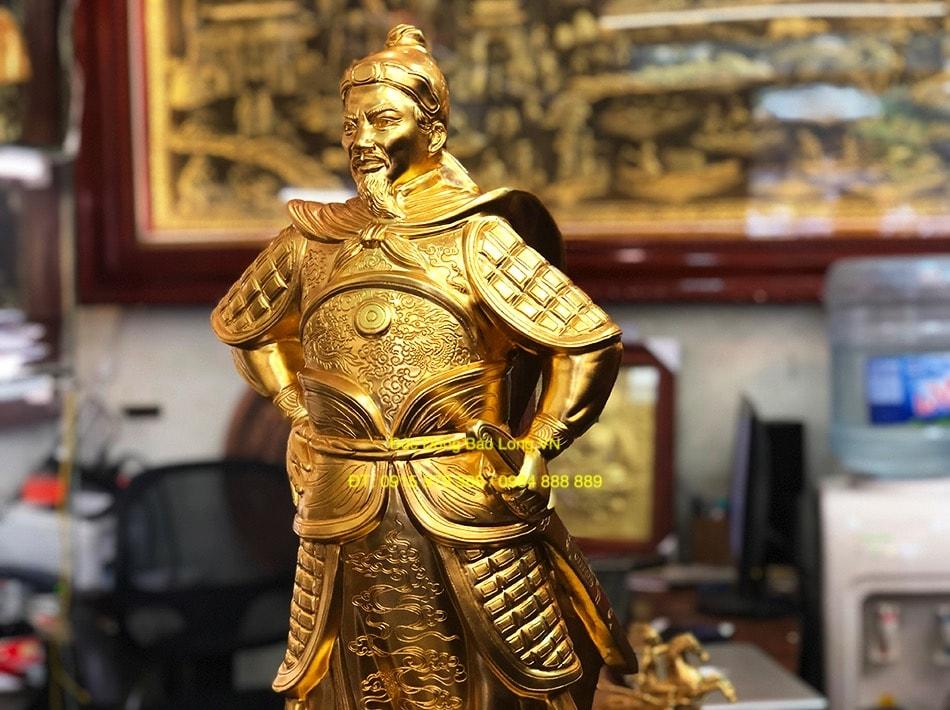 Tượng trần hưng đạo chống Tay dát vàng 81cm