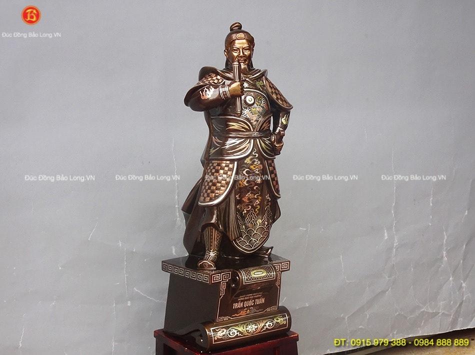 Tượng Trần Hưng Đạo khảm ngũ sắc 69cm