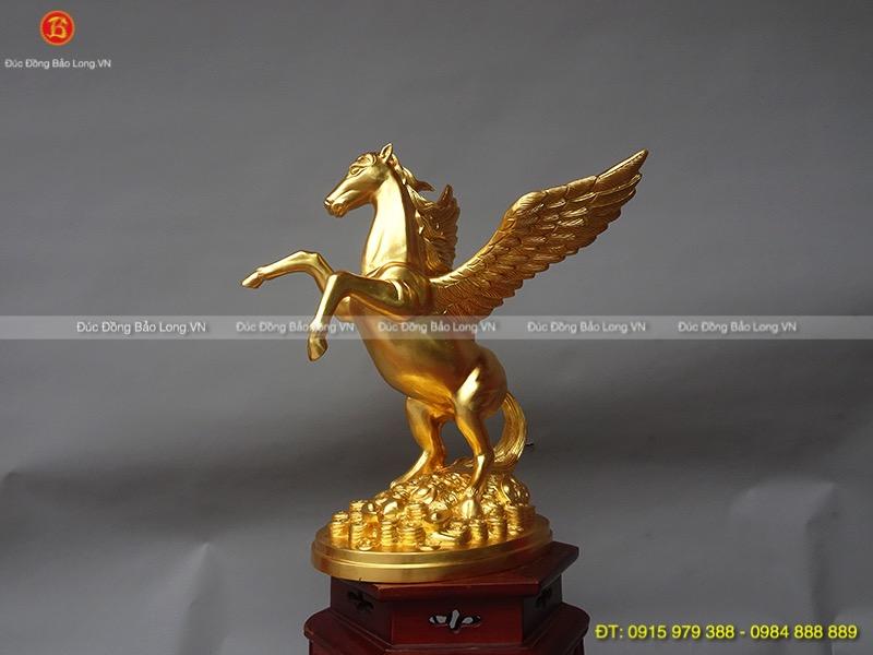 ngựa thiên thần có cánh