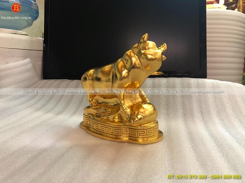 tượng con lợn bằng đồng dát vàng