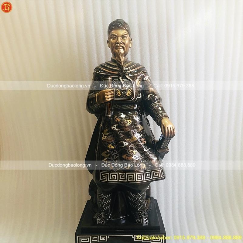 Tượng Trần Quốc Tuấn 81cm khảm ngũ sắc