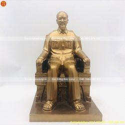 tượng bác hồ ngồi ghế