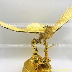 tượng chim đại bàng dát vàng