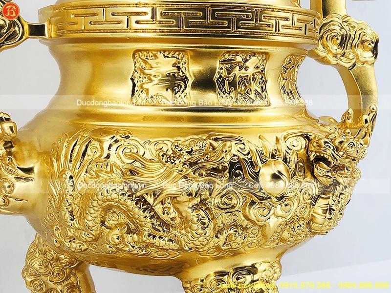 đỉnh thờ bằng đồng dát vàng