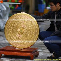 mặt trống đồng dát vàng