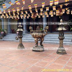 đèn đồng đình chùa