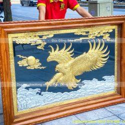 tranh đại bàng bằng đồng dát vàng