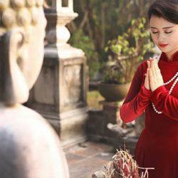 Tất tần tật những điều bạn cần chuẩn bị khi đi lễ chùa đơn giản, chính xác