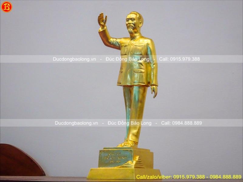 tượng đồng bác hồ đứng dát vàng