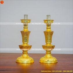 chân đèn bằng đồng dát vàng