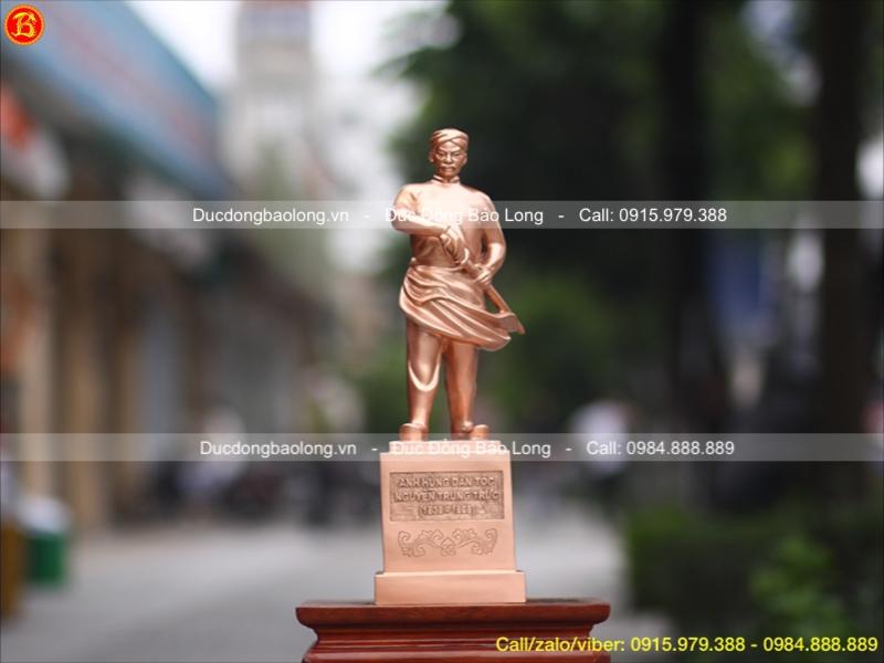Tượng Nguyễn Trung Trực bằng đồng đỏ
