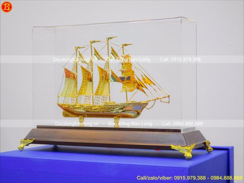 Mô Hình Thuyền Buồm Phong Thủy Mạ Vàng Ý Nghĩa