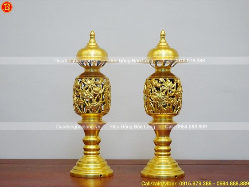 đôi đèn thờ bằng đồng thau dát vàng