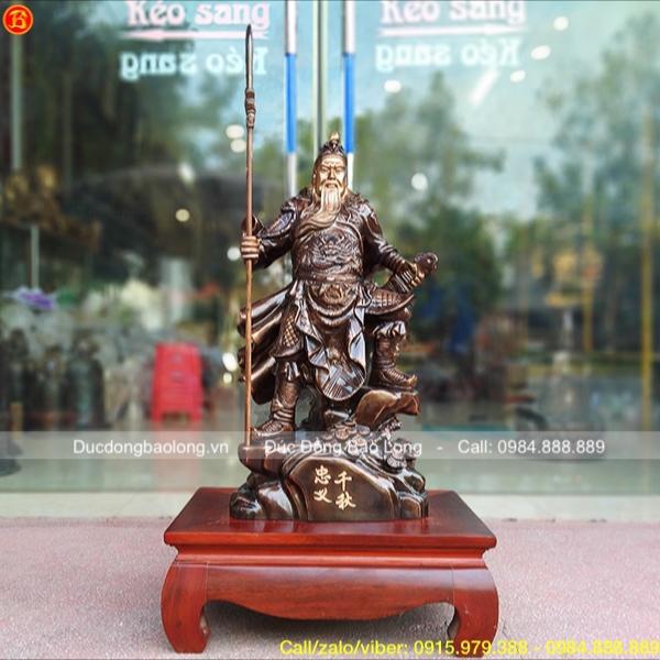 Tượng Quan Công đứng chống đao bằng đồng đỏ 69cm