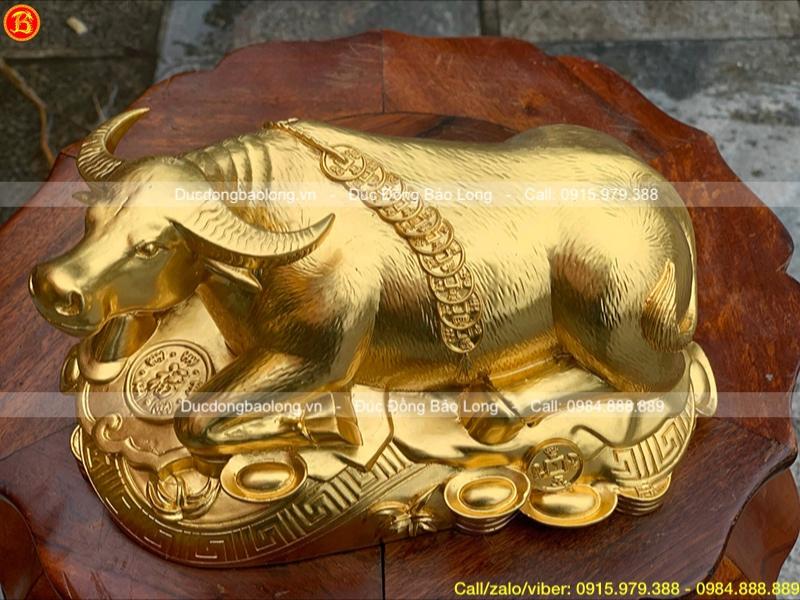 tượng con trâu phong thủy dát vàng