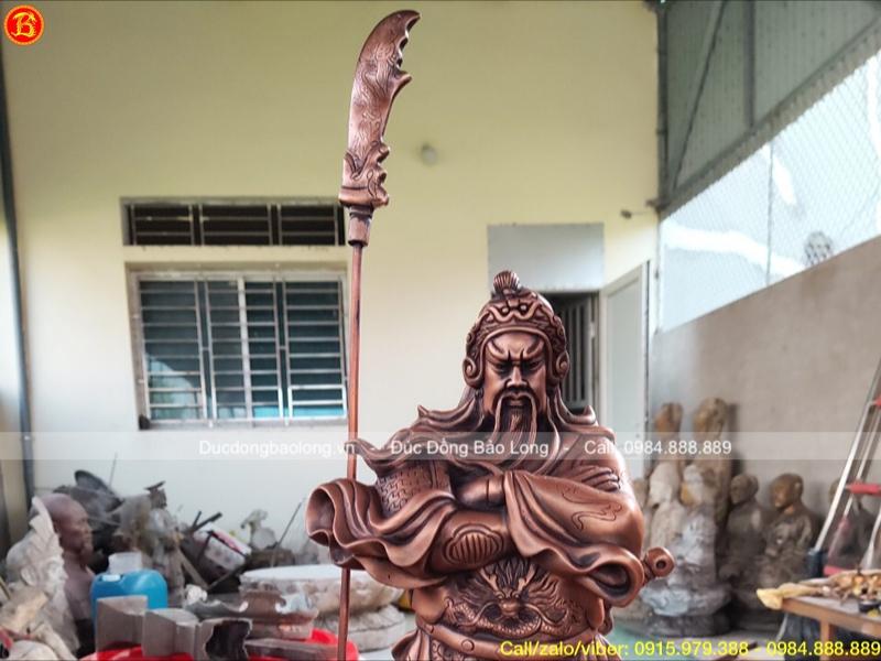Tượng Quan Công đứng khoanh tay bằng đồng đỏ 48cm