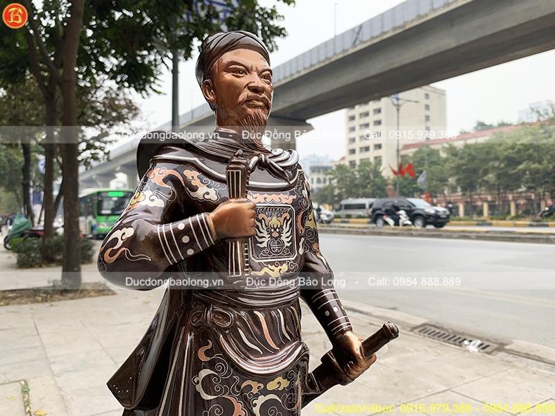 Tượng Trần Hưng Đạo khảm Tam khí mẫu mới cao 61cm