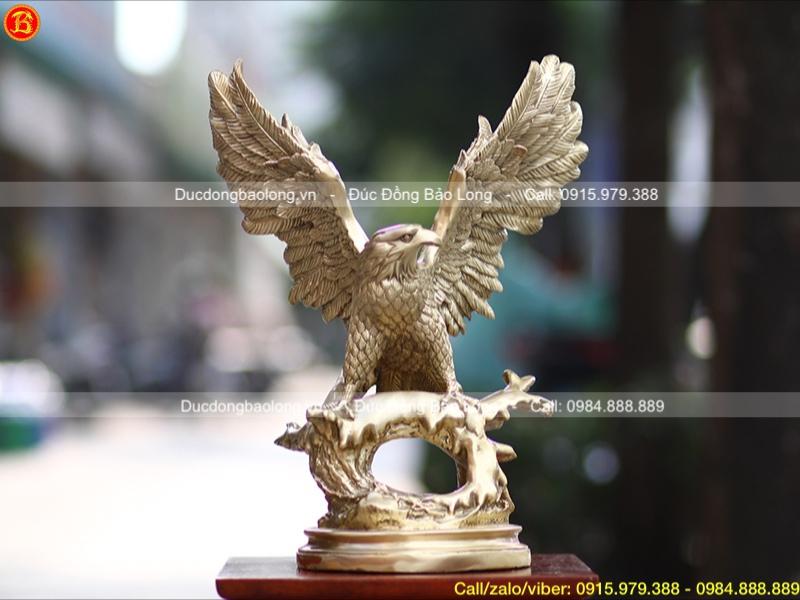 tượng chim đại bàng tung cánh bằng đồng vàng