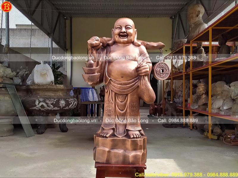 Tượng Phật Di Lặc đứng gánh tiền bằng đồng đỏ 72cm