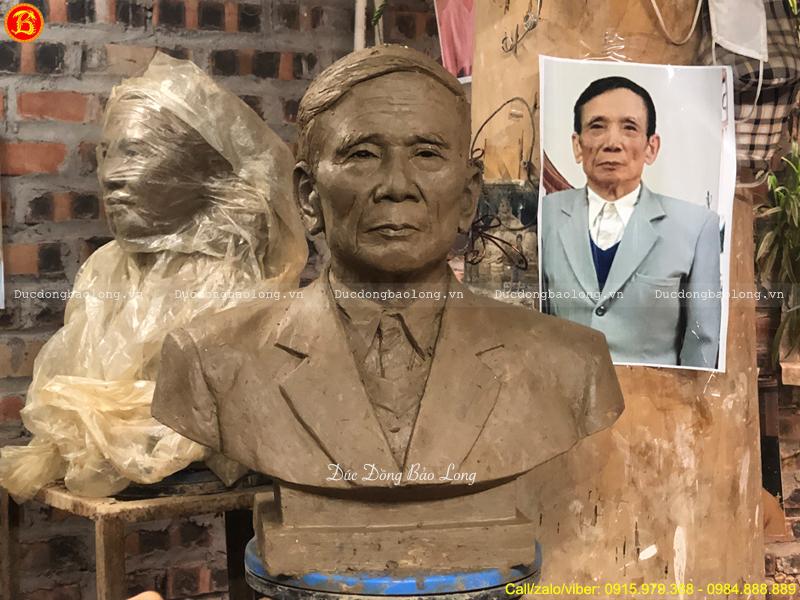 tượng Chân dung cụ ông bằng đồng đỏ cao 42cm